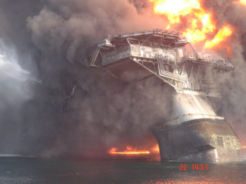 Deepwater Horizon Buring and Going down 16sm