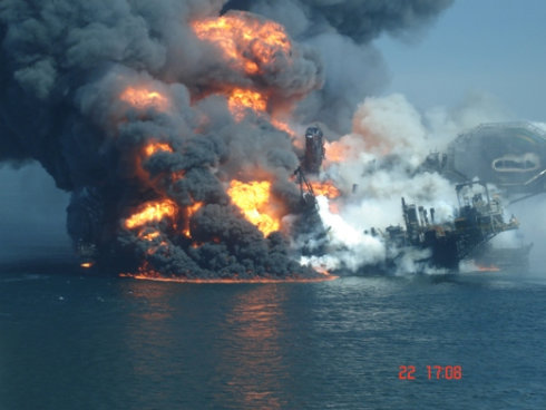 Deepwater Horizon Buring and Going down 18