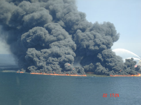 Deepwater Horizon Buring and Going down